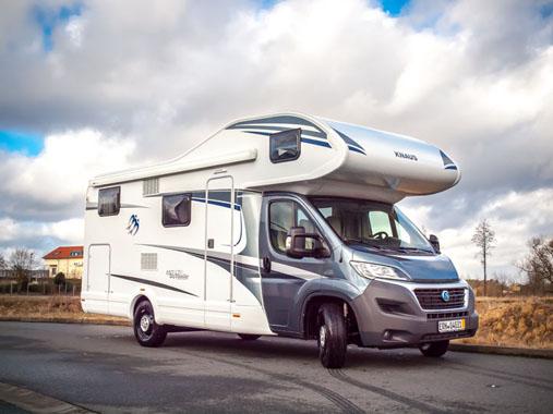 Wohnmobil mieten bei Nürnberg für 6 Personen mit Alkoven und großer Garage mieten