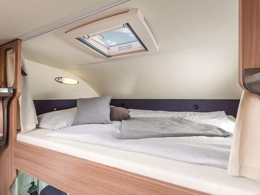 Doppelbett im Alkoven