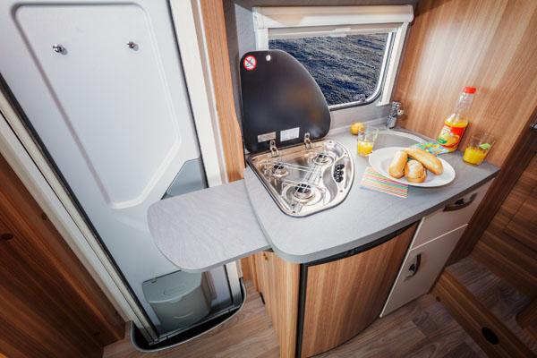 Alkoven Wohnmobil Küche